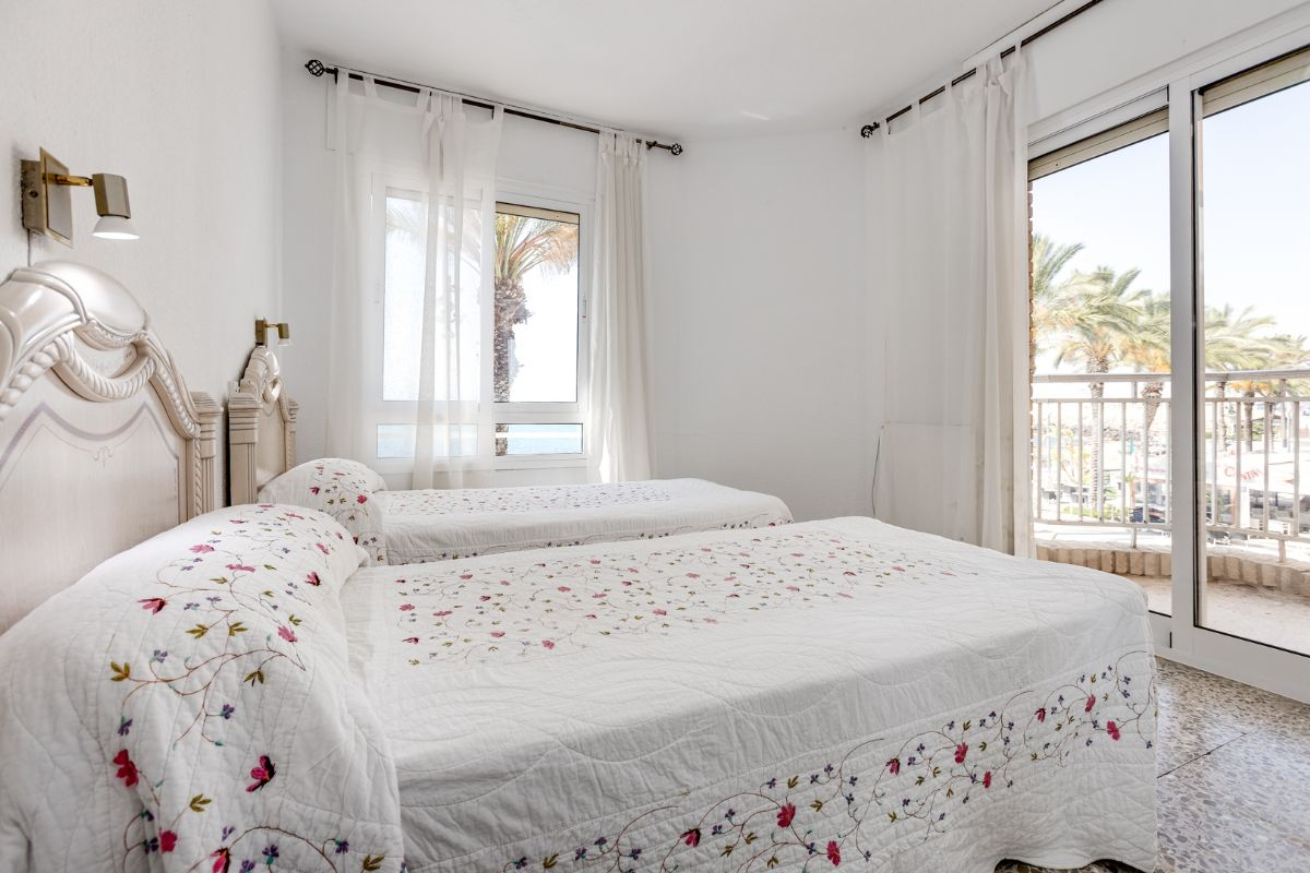 Sea & Palms Apartment - Torrevieja Holiday Rentals www.heavenonearth.es 12