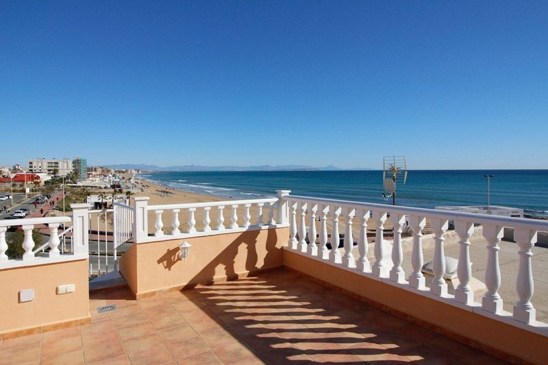 Terrace to Sea - Torrevieja Holiday Rentals www.heavenonearth.es 01