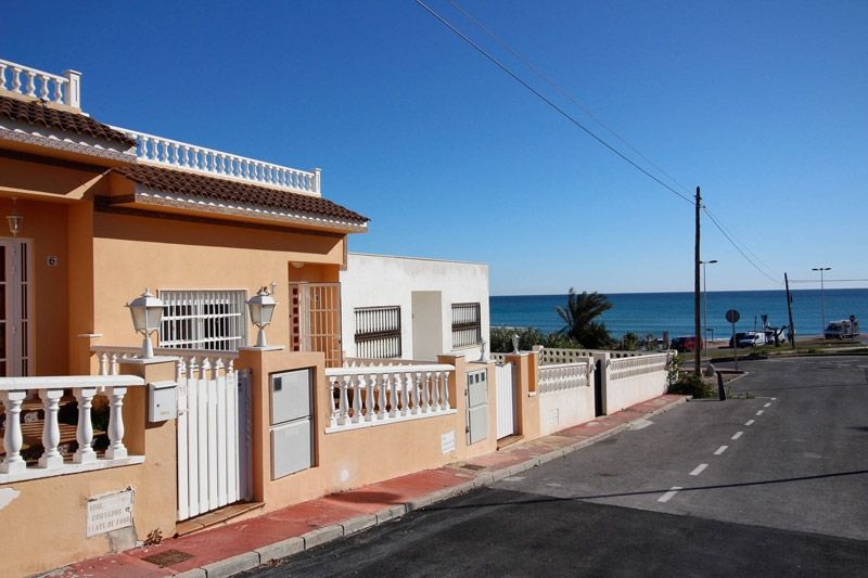 Terrace to Sea - Torrevieja Holiday Rentals www.heavenonearth.es 02
