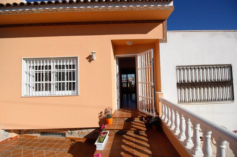 Terrace to Sea - Torrevieja Holiday Rentals www.heavenonearth.es 03