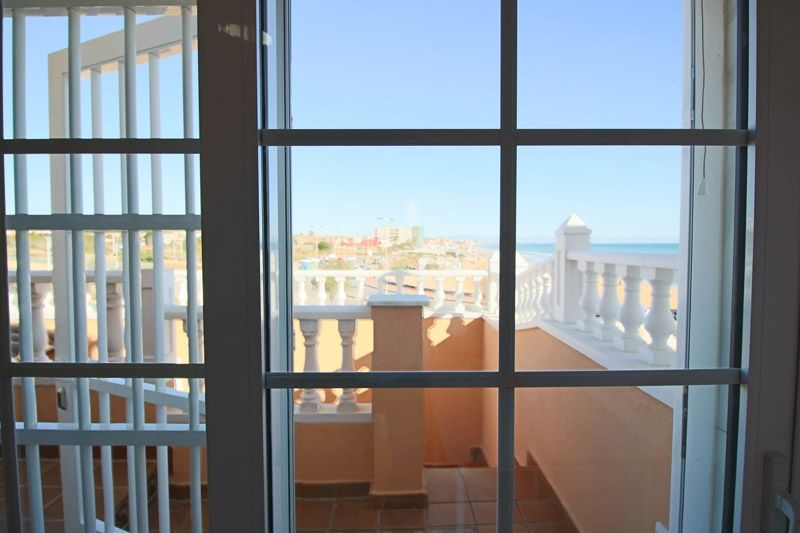 Terrace to Sea - Torrevieja Holiday Rentals www.heavenonearth.es 10