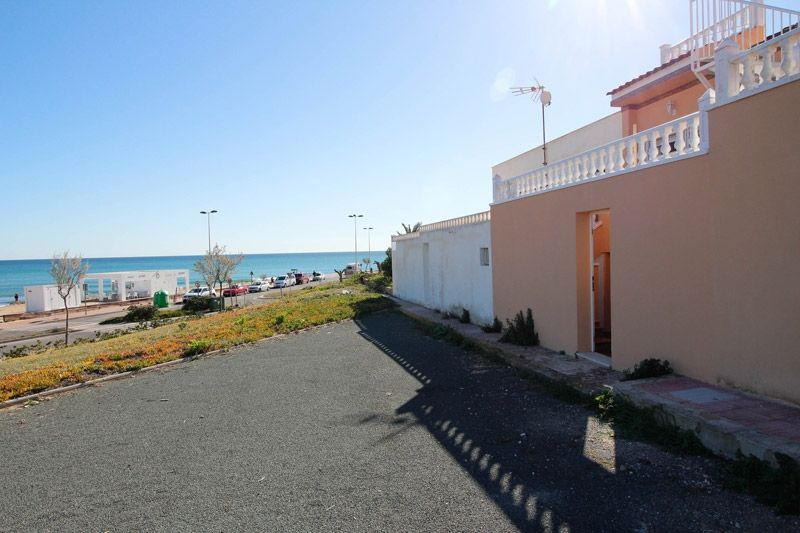 Terrace to Sea - Torrevieja Holiday Rentals www.heavenonearth.es 25
